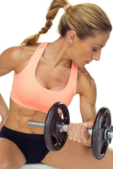 5bestbicepsworkoutmovesforsleekarms-dumbbellconcentrationcurls