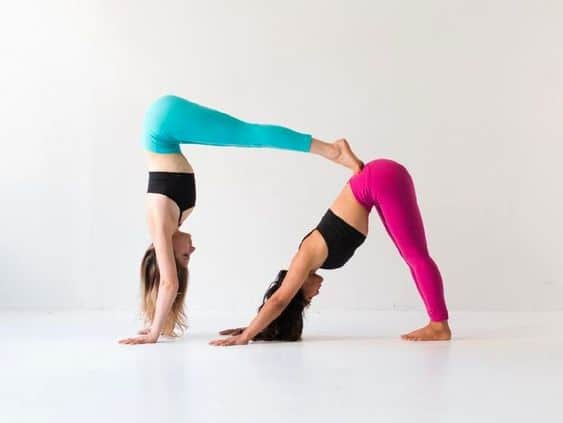 Easy Yoga Poses For Two People Beginners Guide To Couples Yoga