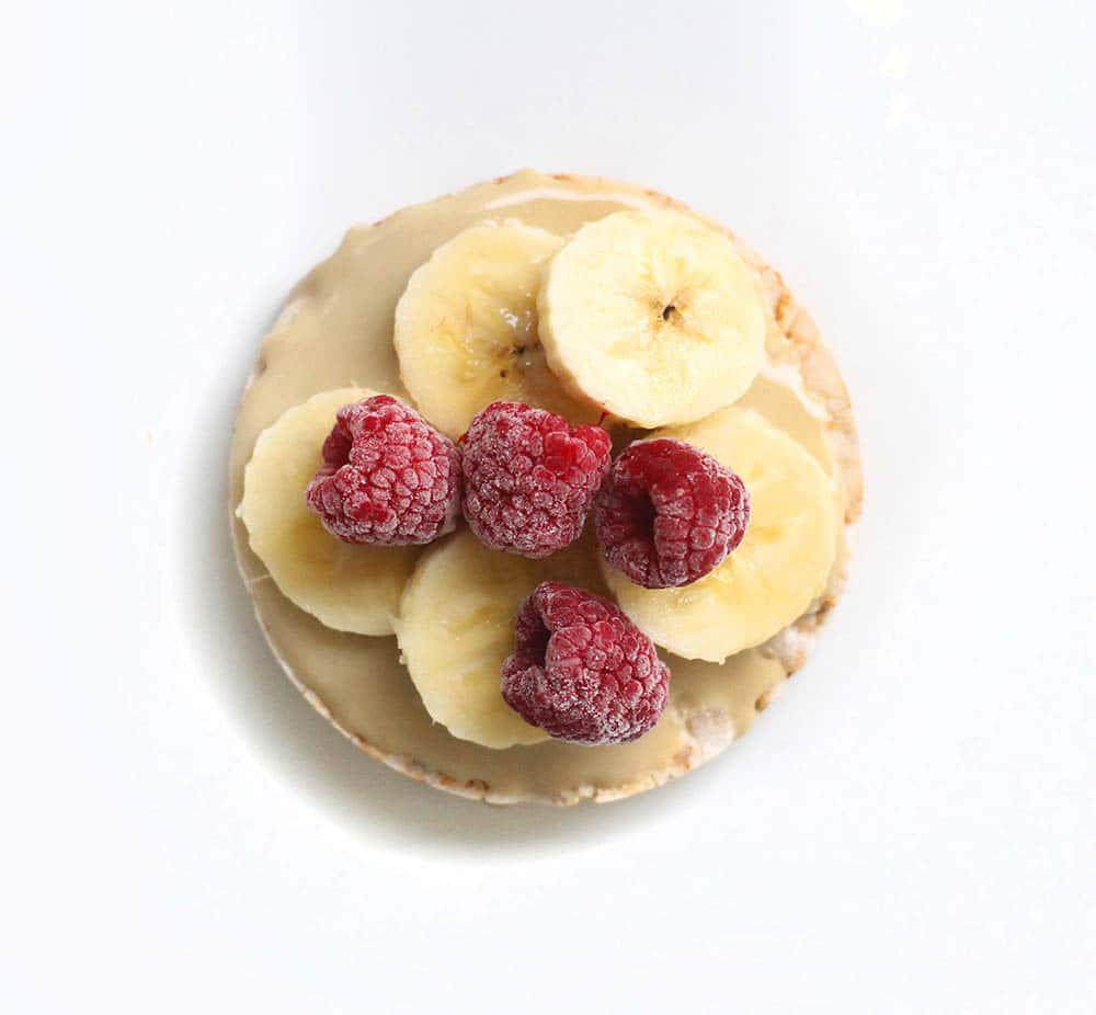 rice cake raspberries banana tahini