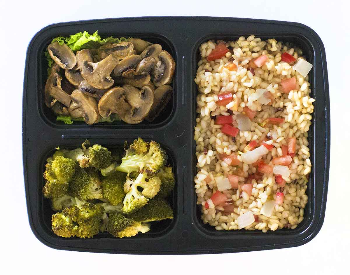healthy meal prep ideas for weight loss - brown rice broccoli and mushrooms